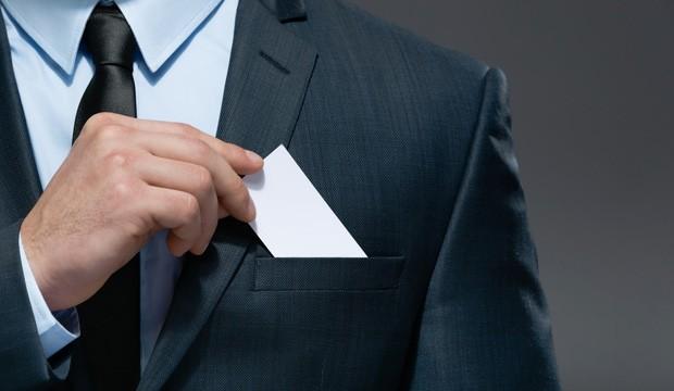 La carte d'affaires est-elle encore indispensable?