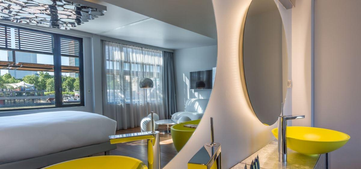 un h tel flottant de 58 chambres sur la seine profession voyages. Black Bedroom Furniture Sets. Home Design Ideas