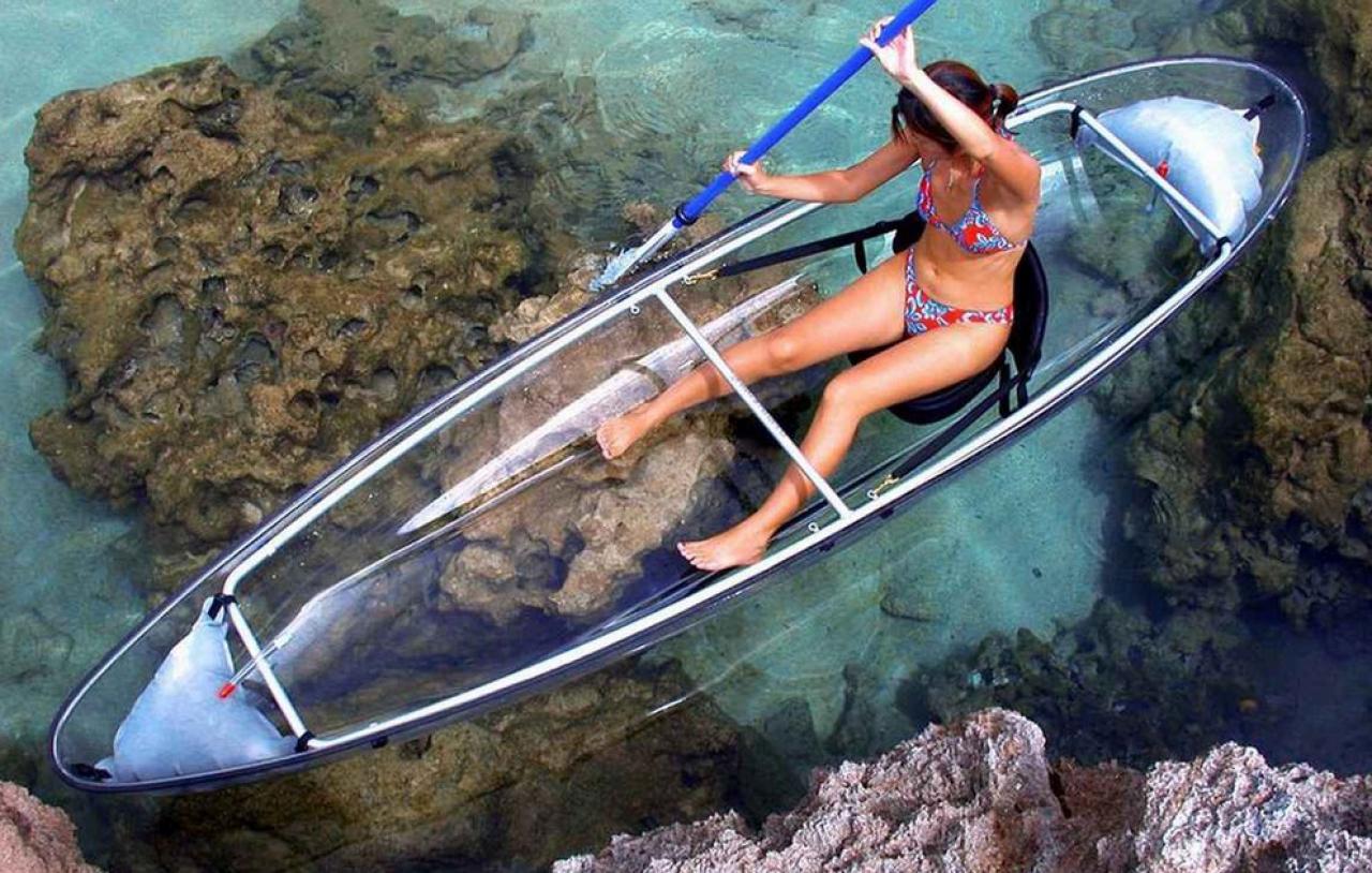kayak transparent dans les maldives