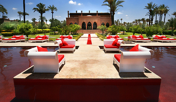 Luxe Et Originalite Decouvrez La Piscine Rouge De Marrakech