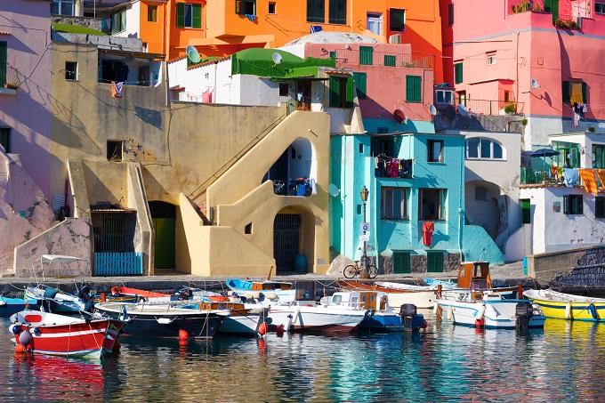 magnifique ville de procida en italie, destination couleur