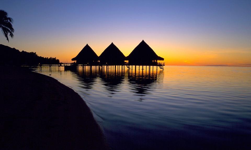 Brochure tahiti et ses les le paradis port e de main - L heure du coucher du soleil aujourd hui ...