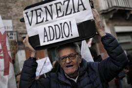 """Tourisme de masse : Venise se révolte pour ne pas """"se transformer en Pompéi"""""""