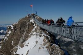 La Peak Walk : la passerelle unique en Suisse qui relie 2 sommets de montagne!