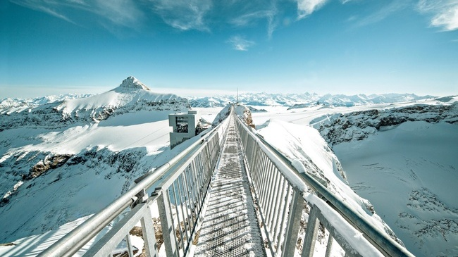 peak walk suisse montagne