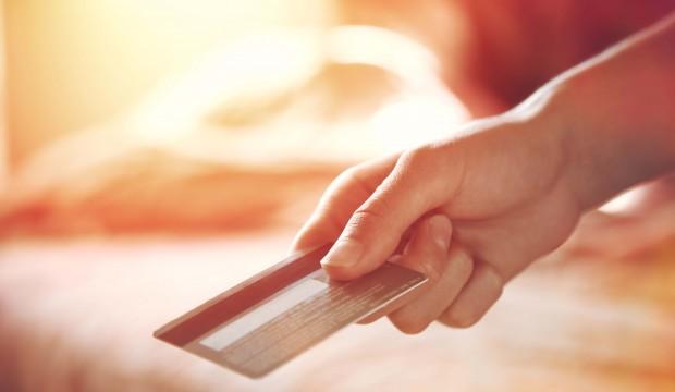 Dépenses à l'étranger: argent comptant ou carte de crédit?