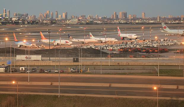 Collision entre Sunwing et WestJet à l'aéroport de Toronto: ce que l'on sait sur l'accident