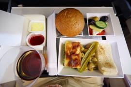 Pourquoi trouvons-nous la nourriture d'avion si mauvaise?