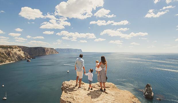 En complément des conseils d'un agent de voyages, voici 10 guides inspirants pour passer des belles vacances au Québec cet été