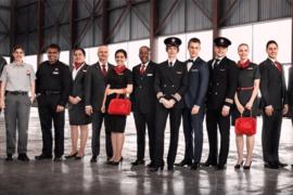 Les nouveaux uniformes d'Air Canada reconnus comme étant les vêtements d'entreprise les mieux conçus