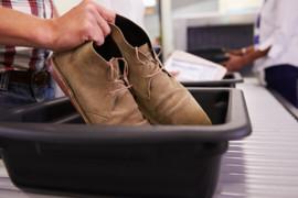 Les plateaux à bagages des aéroports contiendraient plus de microbes que les sièges des toilettes !