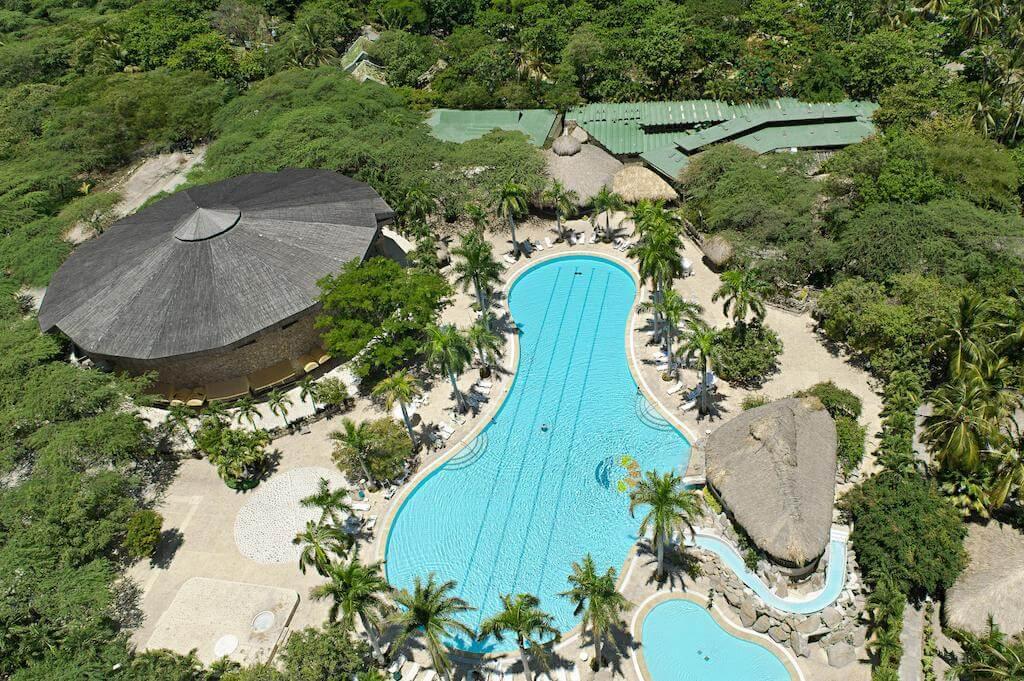 piscine hotel irotama colombie