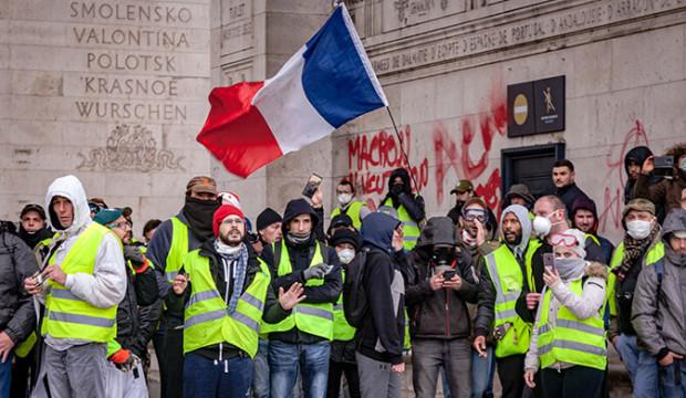 Le gouvernement canadien tire la sonnette d'alarme pour les voyages en France