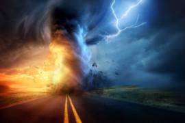 «Comme une boule de feu», une tornade se pose à La Havane