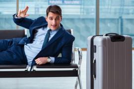 Un passager ivre fait pipi dans les bagages d'une femme sur un vol American Airlines
