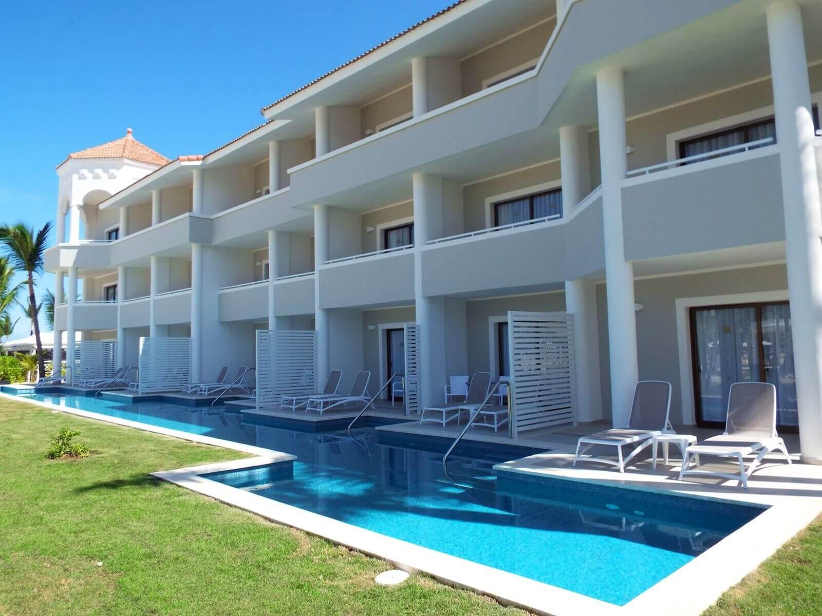 luxury bahia principe ambar suite piscine