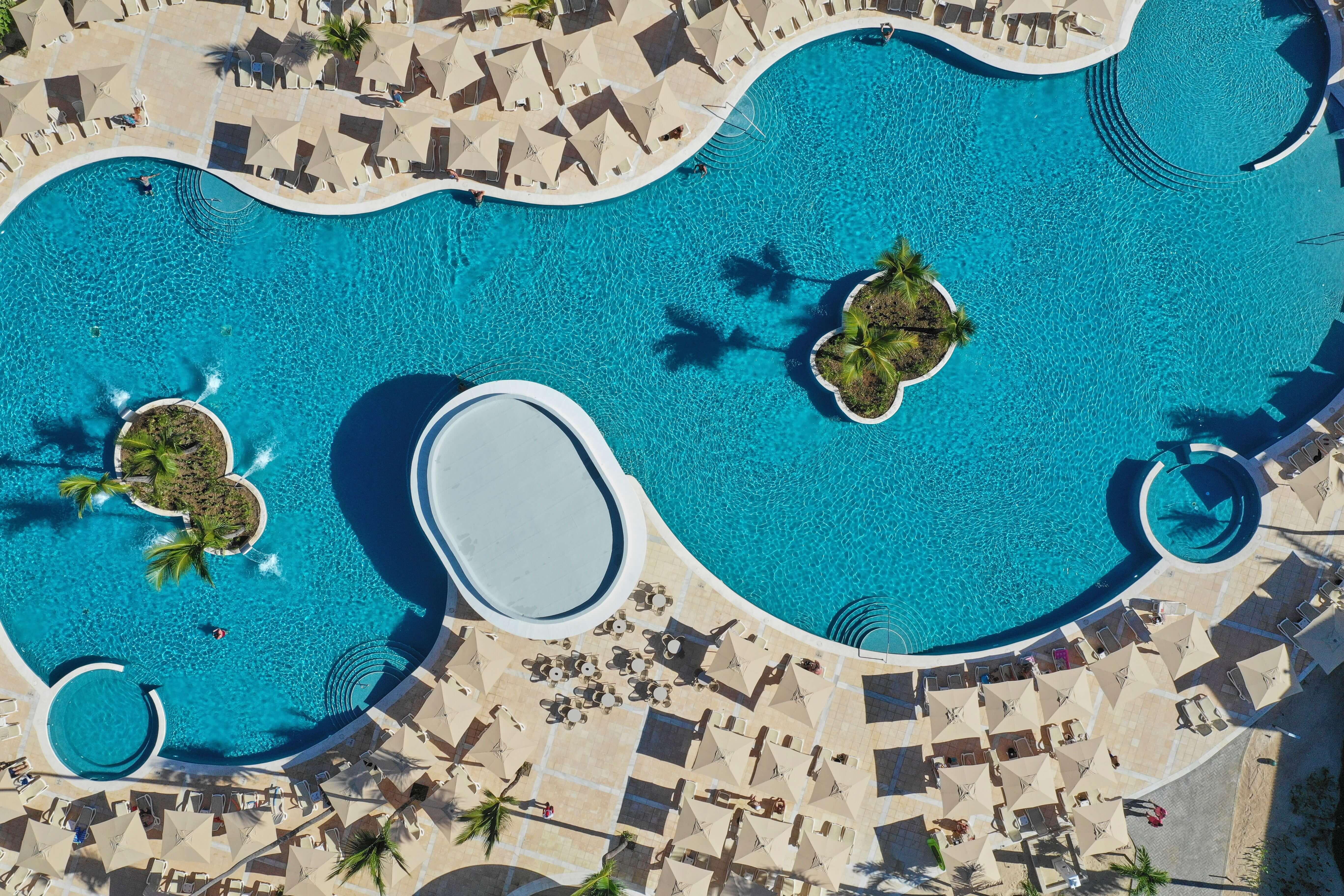 luxury bahia principe ambar piscine