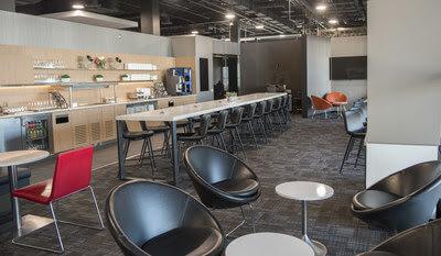 Air Canada présente son nouveau salon Feuille d'érable Express à l'aéroport de Toronto-Pearson