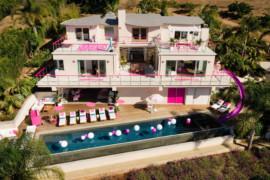 Airbnb propose un séjour dans le manoir de Barbie