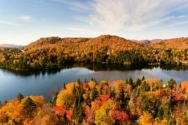 Nouveau programme Explore Québec – Le premier ministre du Québec agit pour réduire les tarifs aériens en région et rendre le tourisme plus abordable