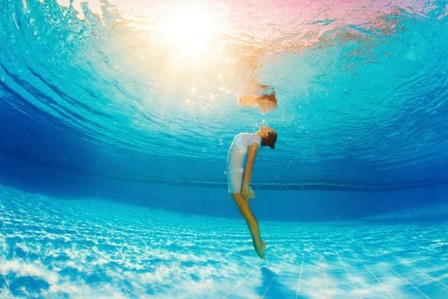yoga sous l'eau a Bali