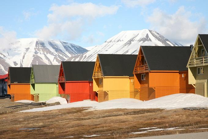 svalbard en norvege une ville colorée