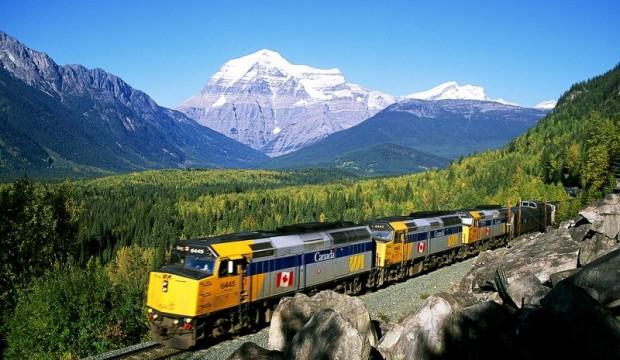 L'interruption prolongée des services de VIA Rail entraîne de nouvelles mises à pied temporaires