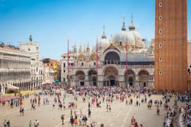 Viens t'asseoir et détends-toi. Mais pas à Venise!
