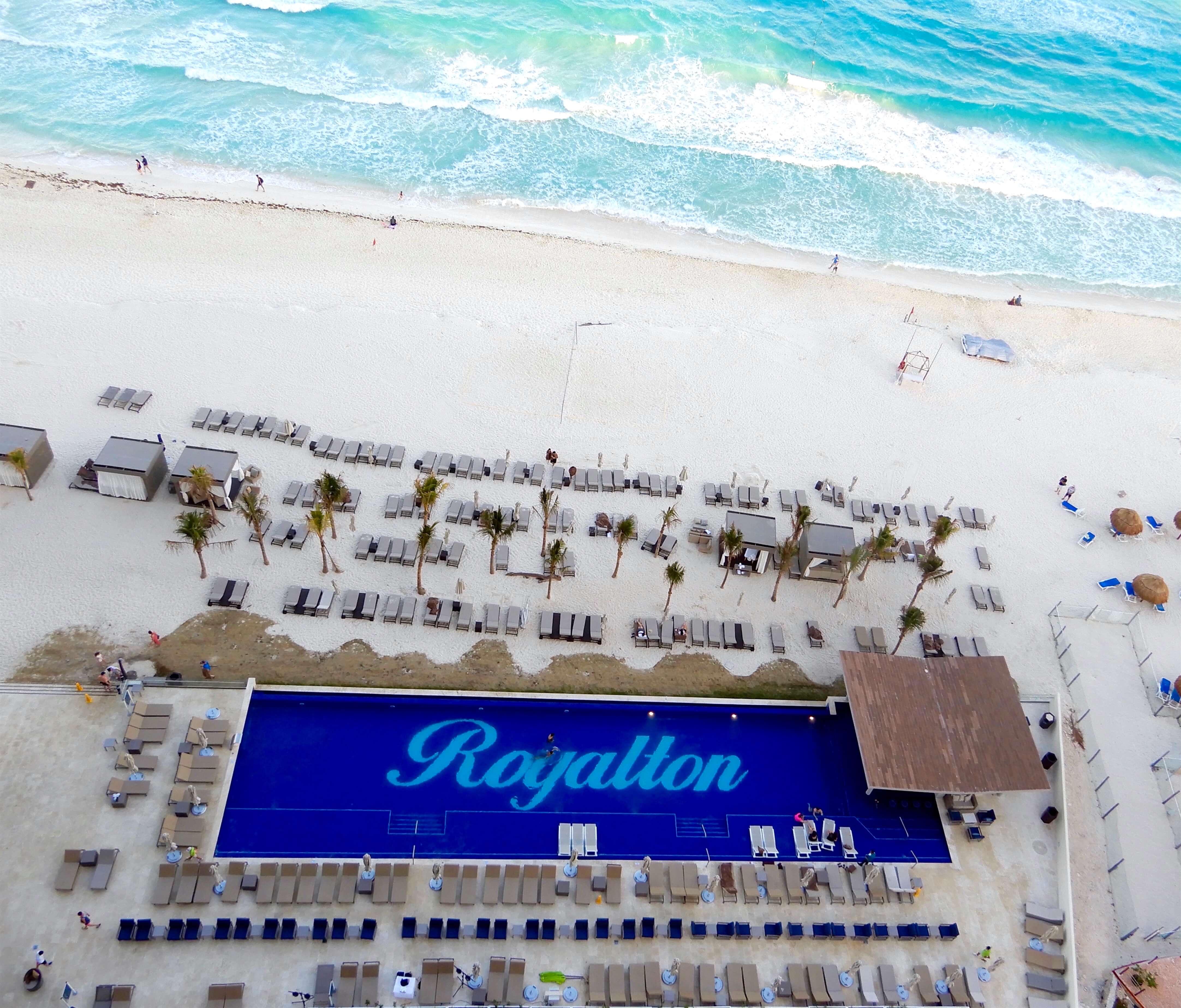 Royalton Suites Cancún Resort & Spa piscine plage