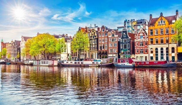 VOYAGEZ DE LA MAISON : direction Amsterdam!