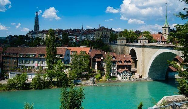 VOYAGEZ DE LA MAISON : à la découverte de la ville de Bern en Suisse!