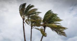 Les touristes de Cancun se réfugient alors que l'ouragan Delta frappe le Yucatan