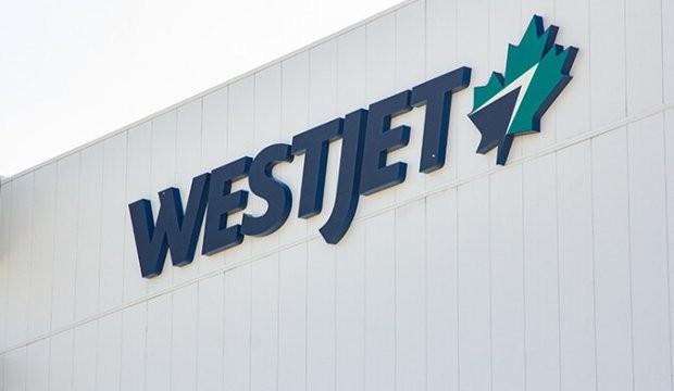 """WestJet dénonce une politique gouvernementale """"incohérente"""" et procède à des réductions de capacité drastiques"""