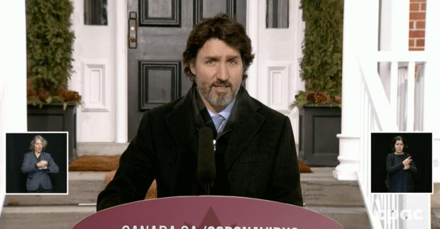 """D'éventuelles nouvelles restrictions de voyage """"rendront le retour au pays beaucoup plus difficile pour les Canadiens"""", dit Trudeau"""