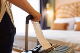 Les frustrations liées aux quarantaines à l'hôtel se poursuivent, avec de longues heures d'attentepour réserver